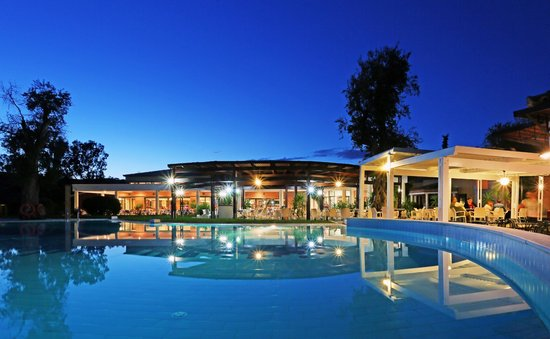 SENTIDO Apollo Palace : Pool at night