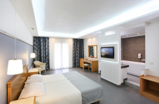 SENTIDO Apollo Palace : Junior Suite