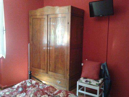 """B&B Cicale di Mare: L'armadio della camera """"Vino"""""""