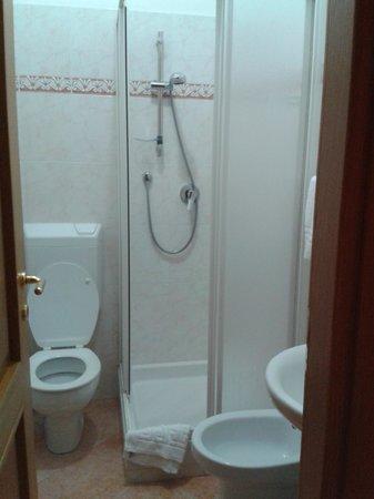 """B&B Cicale di Mare: Il bagno della camera """"Vino"""""""