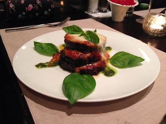 Restaurant Amfora : i had 2 starter this one aubergine with chesse and tommato sauce