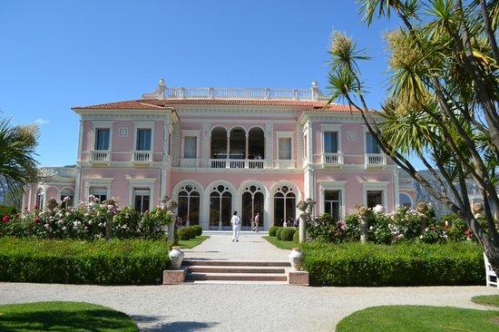 La villa picture of villa jardins ephrussi de for Villa jardins ephrussi de rothschild