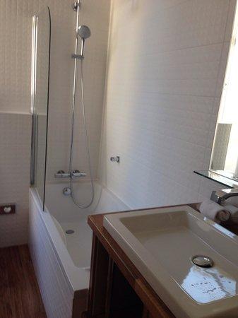 Hôtel Bradford Elysées - Astotel: Bathroom room 26