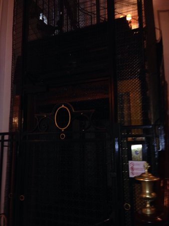 Hotel Bradford Elysees - Astotel: Lift