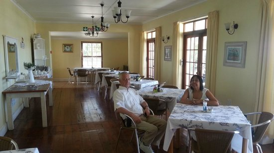 District Six Guesthouse: Indoor dining room