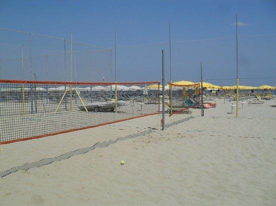 Scivoli bassi picture of stella beach 77 78 pinarella tripadvisor - Bagno sara beach pinarella ...