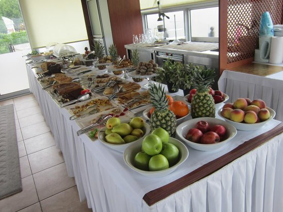 Best Point Suites: Ontbijtbuffet