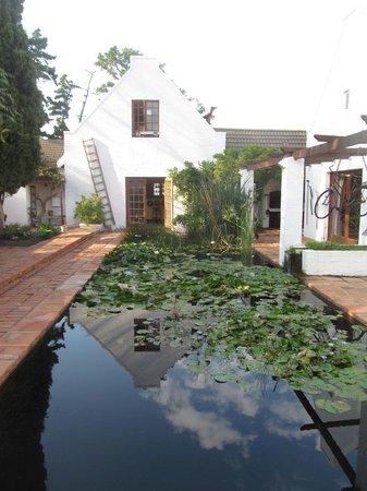 Chelaya Country Lodge: Fish pond & Tavern