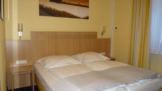 Hotel Cult: Zimmer mit Boxspring-Bett