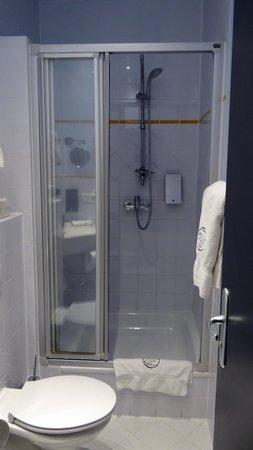 Hotel Cult: Dusche/WC