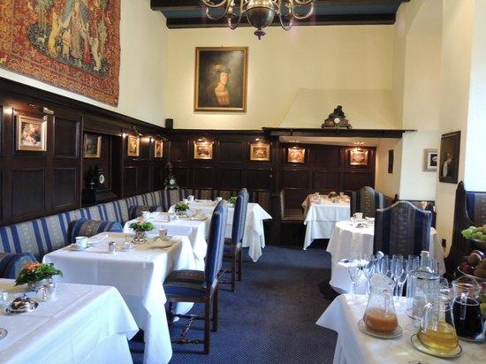 Burghotel Auf Schönburg: 朝食レストラン