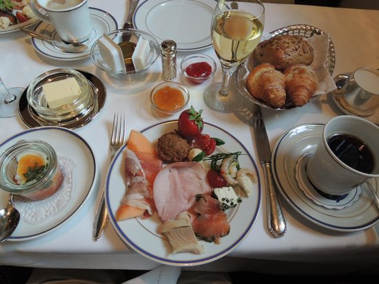 Burghotel Auf Schönburg: 朝食は種類が多くボリュームたっぷり