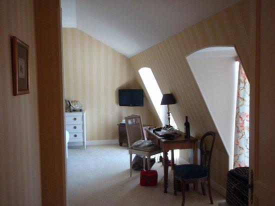 Chateau des Vigiers: chambre de luxe