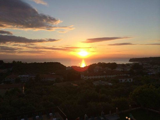 Ariadne Hotel Apartments : Sunrise over the sea from the balcony