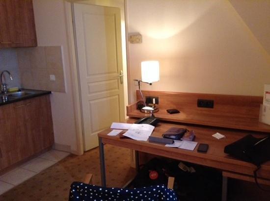 Citadines Saint-Germain-des-Pres Paris: part of living area