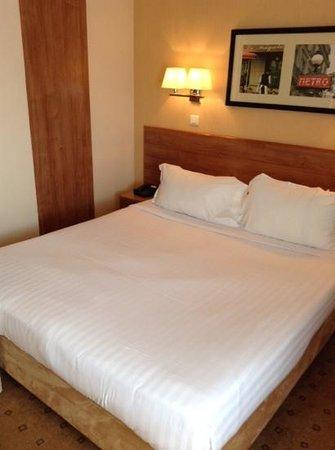 Citadines Saint-Germain-des-Pres Paris: bedroom