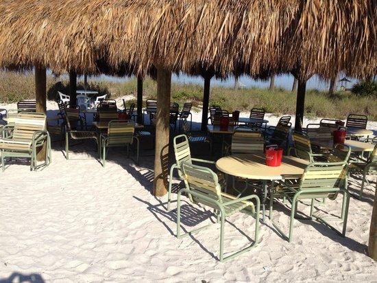 Sirata Beach Resort : Rum runners Bach bar