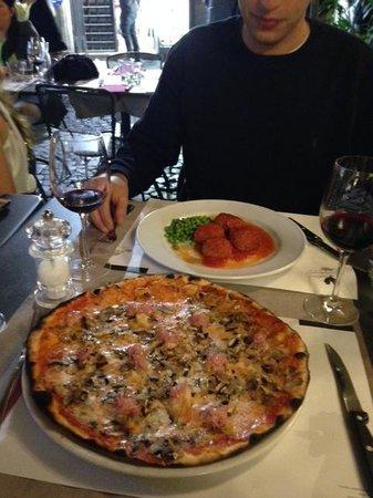 Vineria Il Chianti : Chef recommended meatballs and yummy pizza!