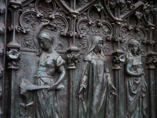 Universidad Pontificia : DETALLE DE LA PUERTA