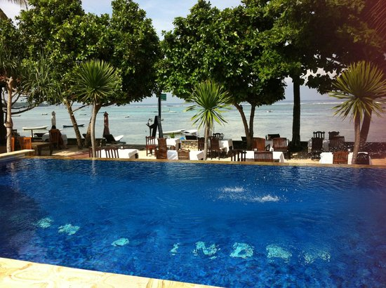 Nusa Indah Bungalows Surfer Beach Cafe: Pool