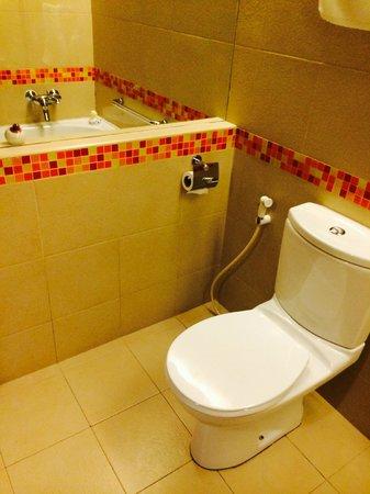 Hulhule Island Hotel: baño