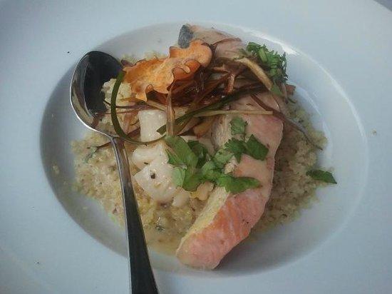 La Tia Rica: Salmon en salsa de ostiones