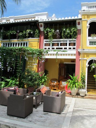 Ha An Hotel: Two-storey hotel in a colonial style building with verandahs
