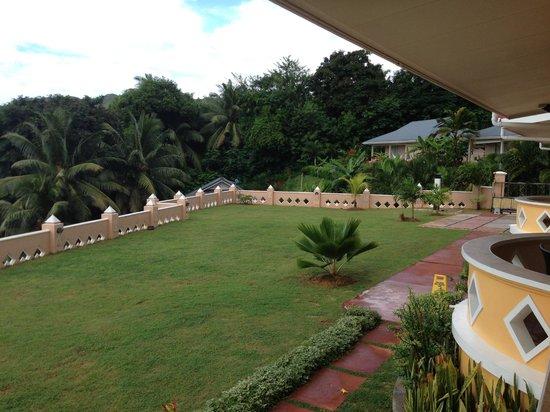 Au Fond de Mer View: view of the garden