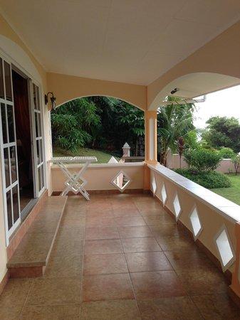 Au Fond de Mer View: large balcony