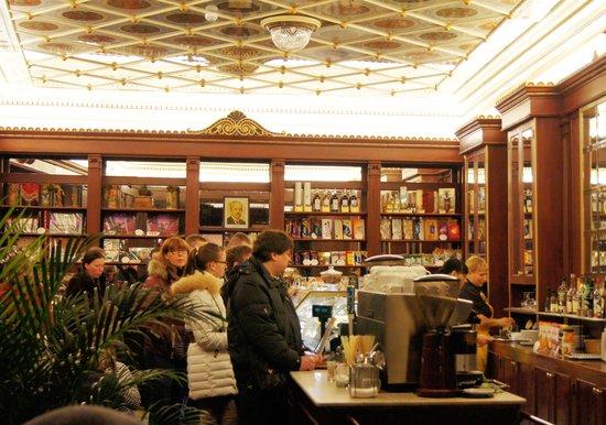 Maiasmokk Cafe: 150-летнее кафе