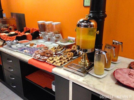Petit Palace Plaza Malaga : Buffet du petit déjeuner