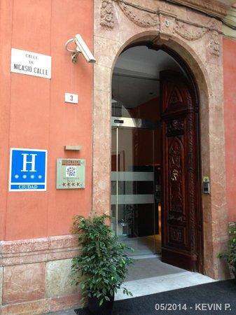 Petit Palace Plaza Malaga: Entrée de l'hôtel