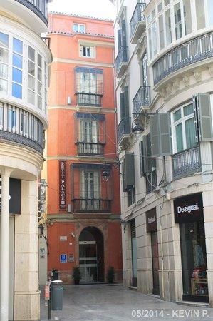 Petit Palace Plaza Malaga: Rue de l'hôtel