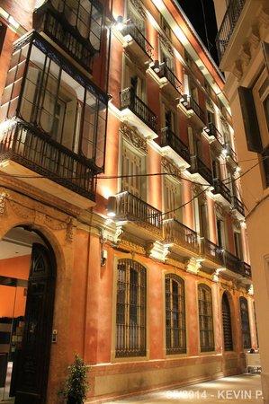 Petit Palace Plaza Malaga: Facade avant de l'hôtel