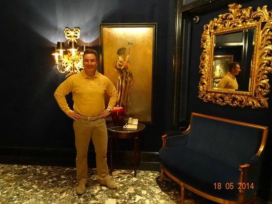 Four Seasons Hotel des Bergues Geneva: VIEW INSIDE FOUR SEASONS HOTEL DES BERGUES, MAY 2014.