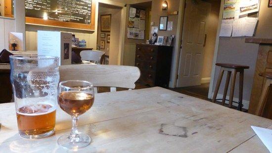 The Punch Bowl Inn: Waiting for dinner