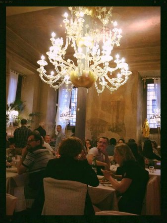 Ciro and Sons: a view of the diningroom.