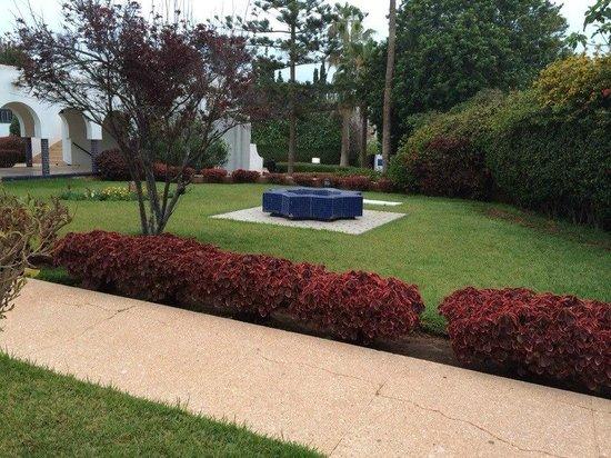 Les Omayades Hotel : Вот этот прекрасный сад из которого слышится ежедневное пение птиц)