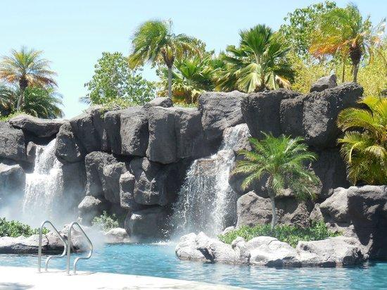 Kings' Land by Hilton Grand Vacations: waterfalls at pool