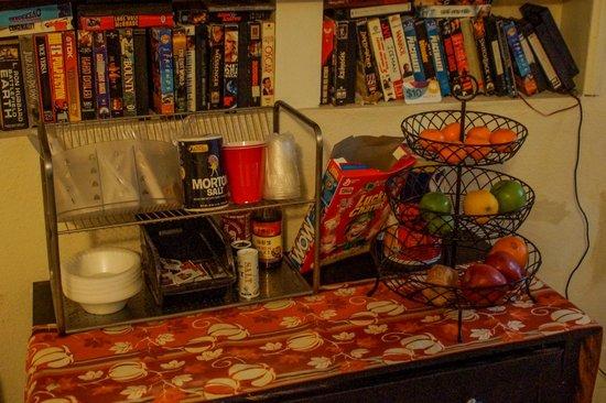 Hollywood Dream Suites: Breakfast room