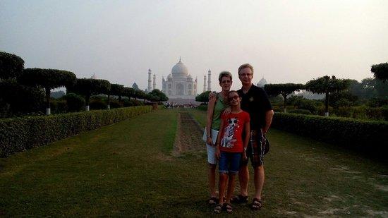 India Agra Travels - Day Tours: Taj from Mehtab garden