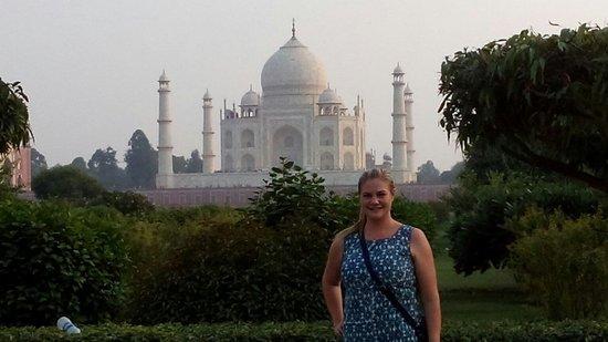 India Agra Travels - Day Tours: Elizabeth at Mehtan garden