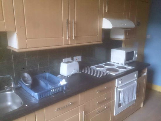 Cowgate Tourist Hostel: Another fully equipped kitchen