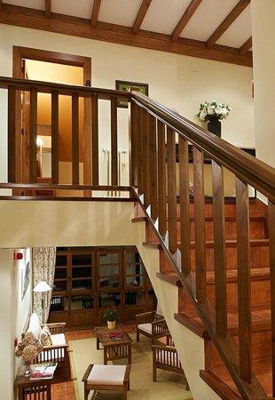 Hotel Rural Casa de La Veiga: Escalera entre plantas