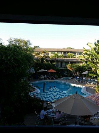 Best Western Naples Inn & Suites: Poolbereich vom Zimmer