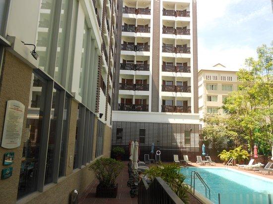 Ibis Pattaya: The pool