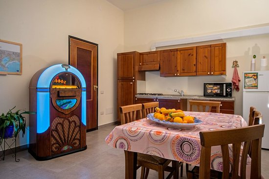 "Jukebox B&B: ""Jukebox"" breakfast room/Kitchen"