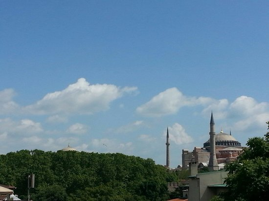 Raymond Blue Hotel: Mosques
