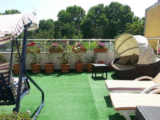 Raymond Blue Hotel: Terrace