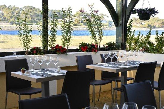 Restaurant La Cote d'Argent: terrasse vue sur le courant